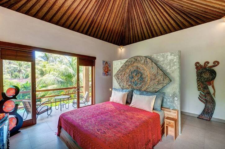 Superior Room (#6) in Ganesh Lodge - Manggis - Bed & Breakfast