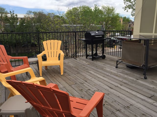 Beautiful 2BR in Amazing Location with Terrace!