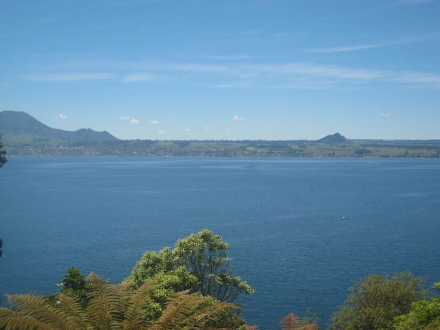 Acacia Haven Taupo, BEST amazing close lake views - Taupo - Casa