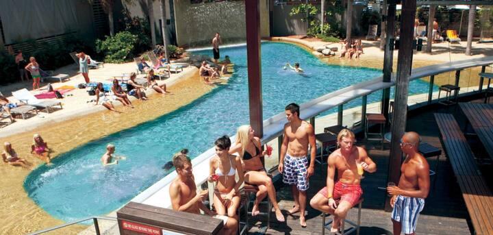 Gilligans Backpacker Resort & Hotel
