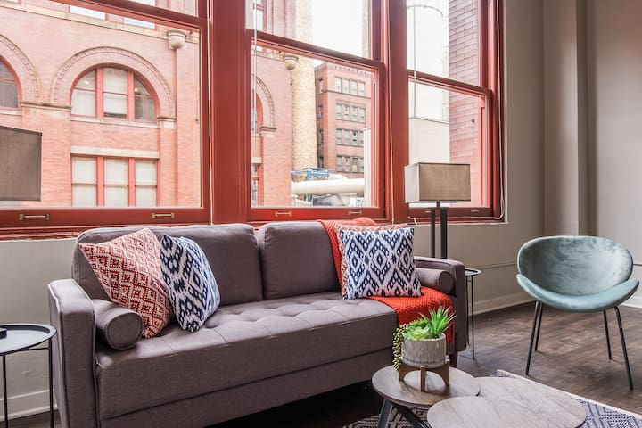 Riverfront 2br Apt w/ Parking in North Shore
