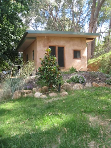 Strawbale studio - Yackandandah - Cottage