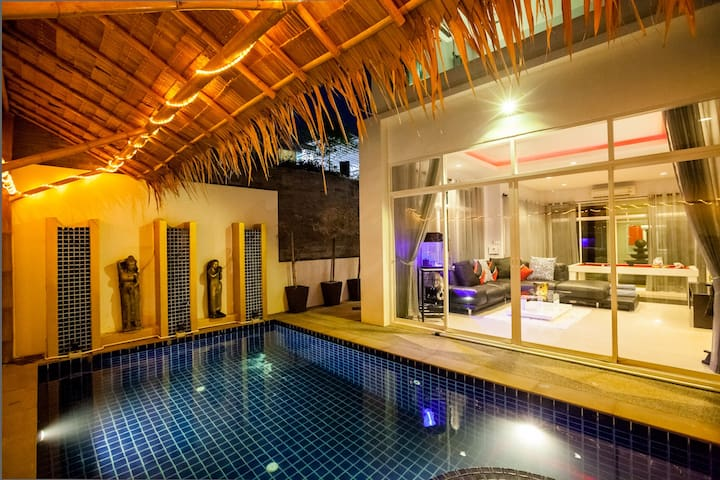Modern Private Pool Villa 5 min to Nai Harn Beach! - Tambon Rawai - Casa