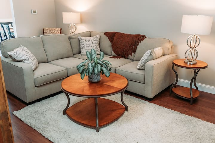 Relaxing townhome in quiet, residential area