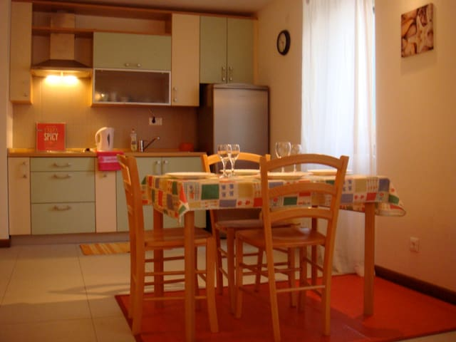 Charming apartment near the beach! - Supetar - Apartment