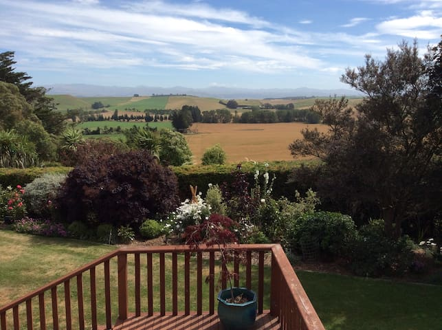 PLOUGHVIEW - Country Accommodation