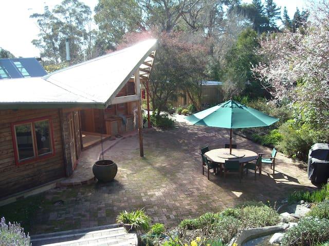 Garden paradise under Te Mata Peak - Havelock North - Bed & Breakfast