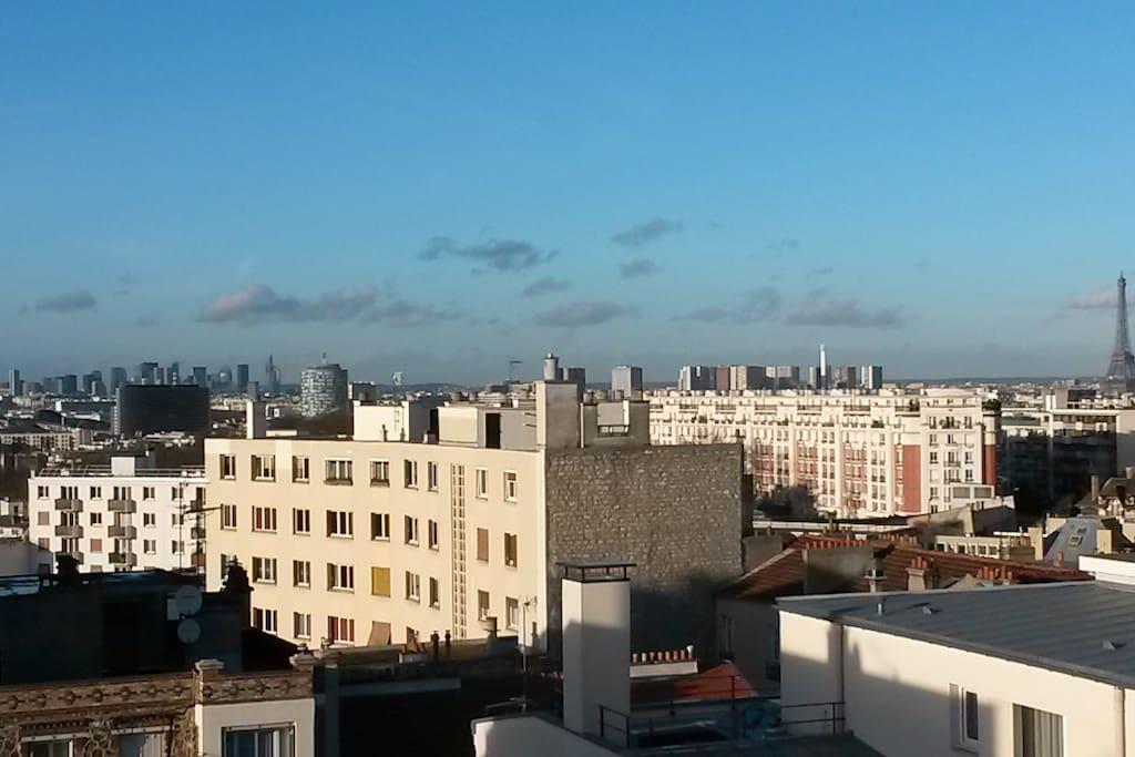 Vue du balcon arrière, la tour Eiffel, la Défense...