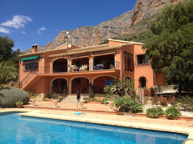 Ruime luxe villa met groot zwembad! - Javea - Casa de campo