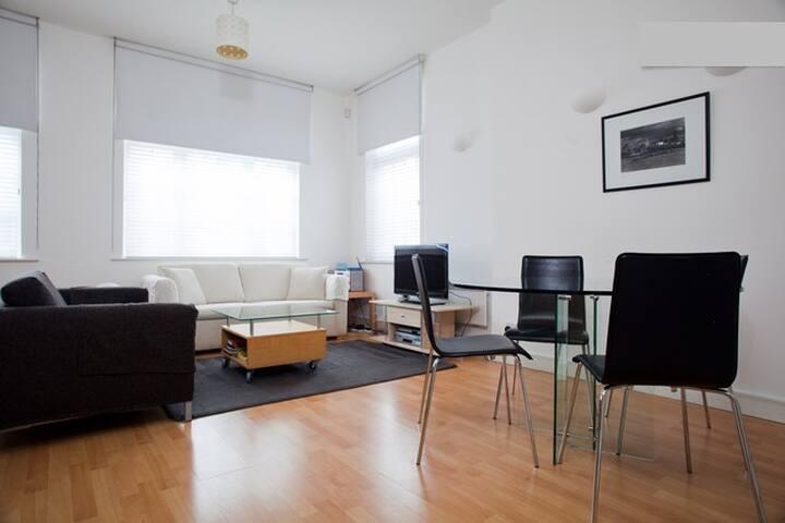 London Bridge apartment 1