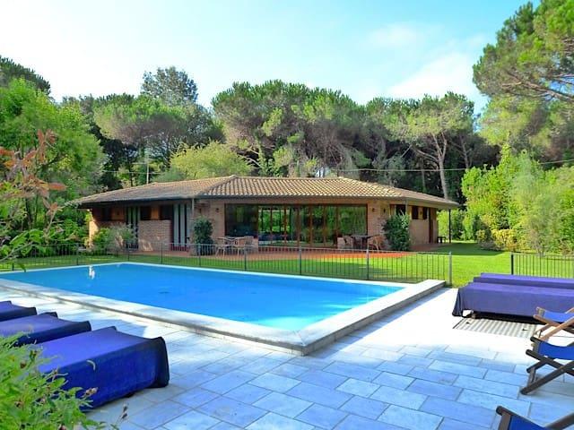 Villa, private pool and garden, in Tuscany coast - Massa - Villa