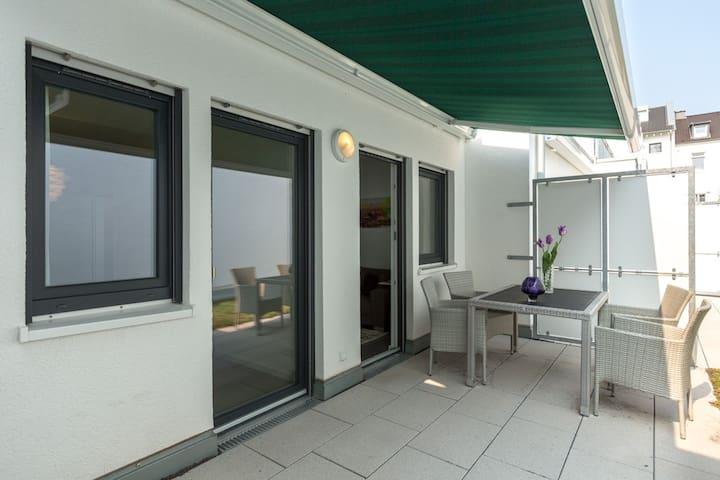80 qm bonn luxus wohnung 10 zum zentrum 1 2 km appartamenti in affitto a bonn nordrhein. Black Bedroom Furniture Sets. Home Design Ideas