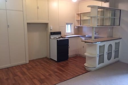 Private flat 5km from CBD - Newmarket - Apartment