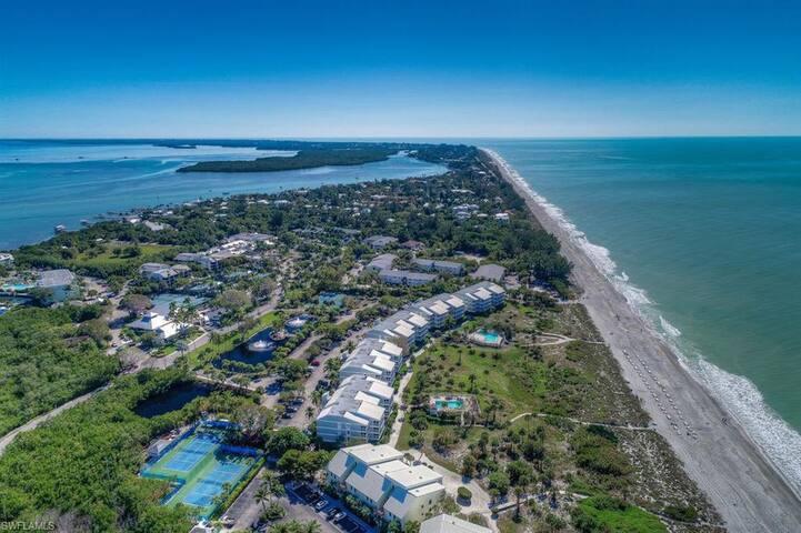 BEACH VILLA 2112: Beautiful Gulf view from your lanai! Pool, tennis, and FUN plus $100+ VIP Beach Discounts!