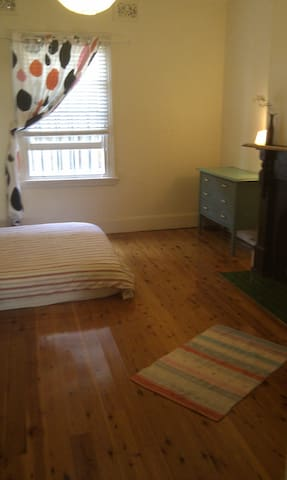 Large room in apartment in Leichhardt - Leichhardt - Appartement