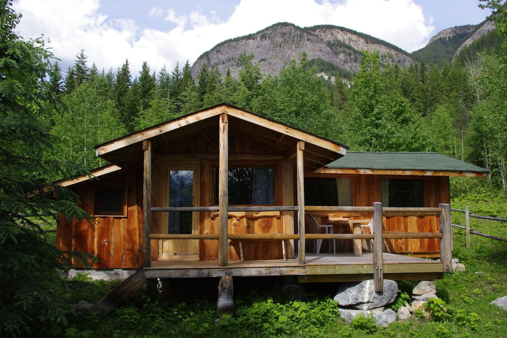 blaeberry cabin cottages for rent in golden columbia canada