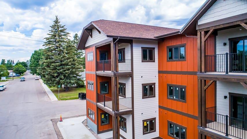 ★ Glacier Courtyards Condo ★ Modern Mtn Living