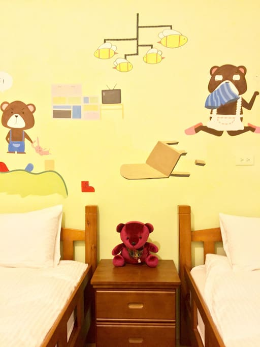 淘氣的「貝兒」一家人正在歡迎你的光臨,雙床房是旅行的好選擇