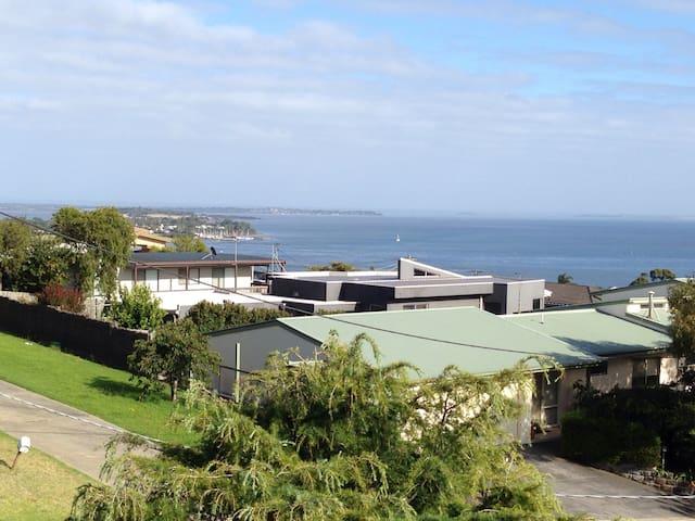 HILLTOP ESCAPE 10MIN PHILLIP ISLAND - Phillip Island - Haus