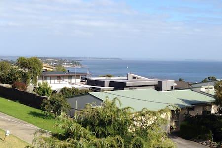 HILLTOP ESCAPE 10MIN PHILLIP ISLAND - Phillip Island - Huis