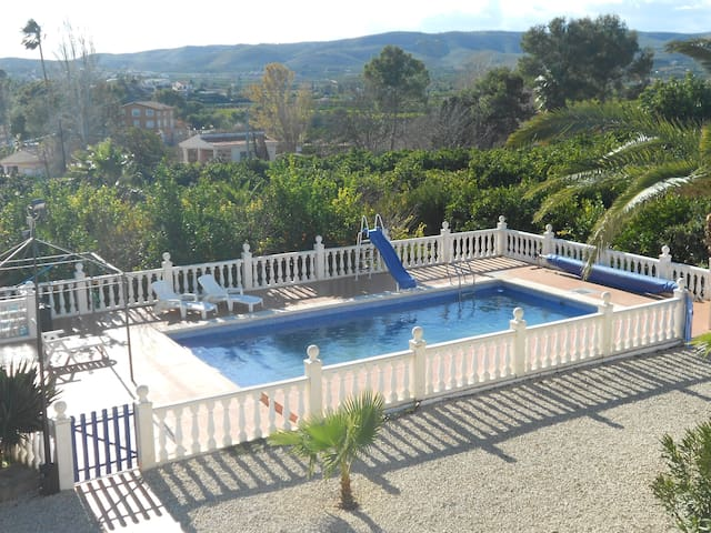Bungalow AC - WIFI - Swimming pool - Alberic - Chalé
