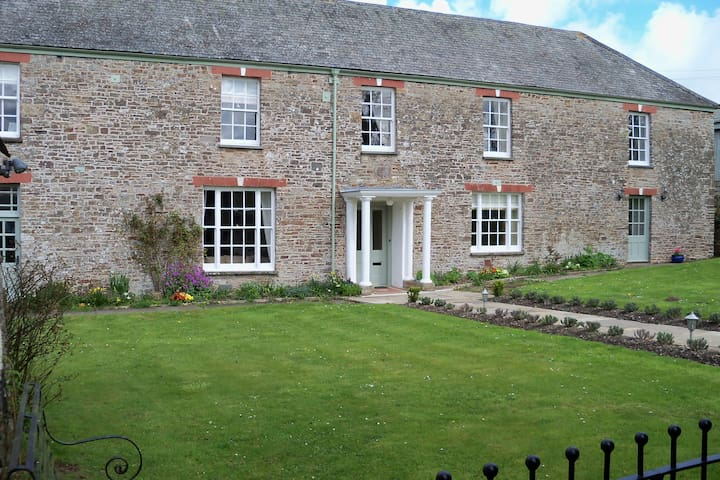 CHARMING WING OF A DEVON FARMHOUSE - Umberleigh - Дом