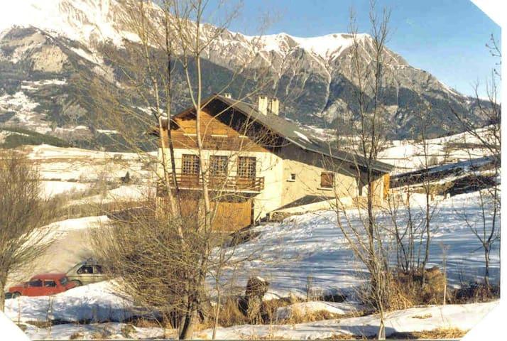 Joli studio de montagne - Enchastrayes - House