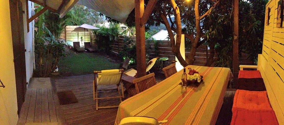 Rez-de-jardin à 5 min de la plage - Les Anses-d'Arlet - Apartamento