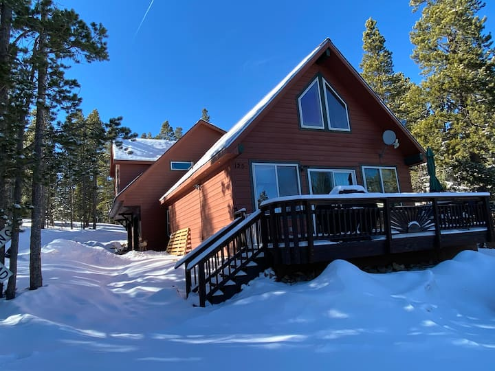 Cozy Colorado Style Chalet Cabin - no clean fee!