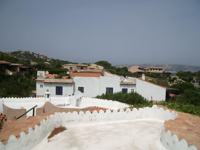 VILLA CON VISTA SUL MARE - Punta Sardegna - Villa