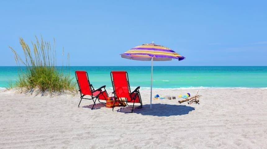 150 yds to Crescent Beach & Pool! - Siesta Key - Villa