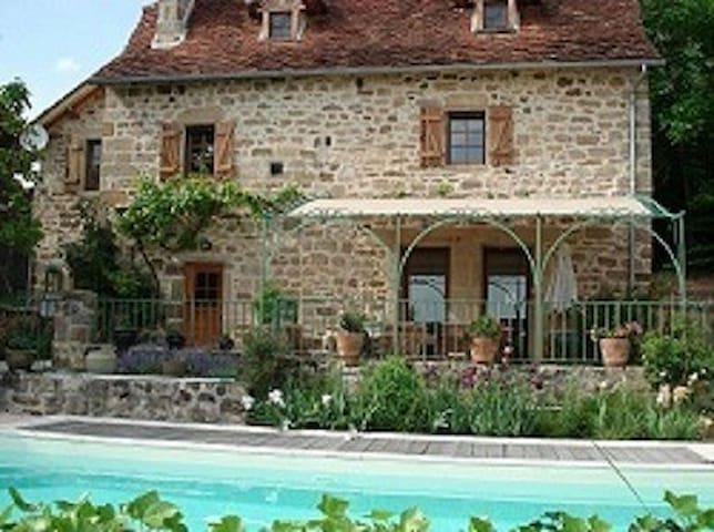 Lot :Le Bouyssou ch indépendante 2 pers,piscine - Le Bouyssou