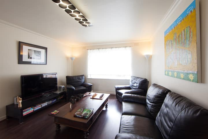 2BR,safe,quiet,parking & transport