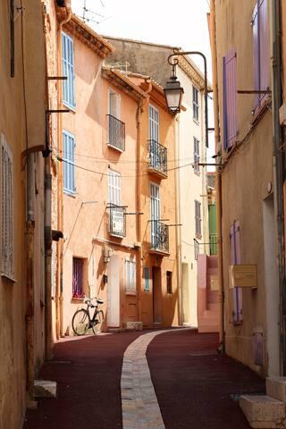 our street /rue Haute (pedestrian area)