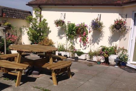 West Acres, rural Dorset hideaway - Winterborne Kingston