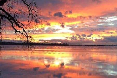 Beautiful Lake Champlain Apartment - Grand Isle