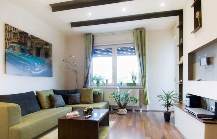 Chic one bedroom flat near City Par