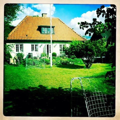 Very charming villa by the sea - Rungsted Kyst - House