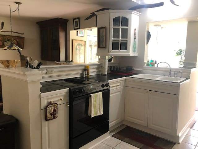 7 Springs Hideaway - The Stone (2BR/1BA) Apartment