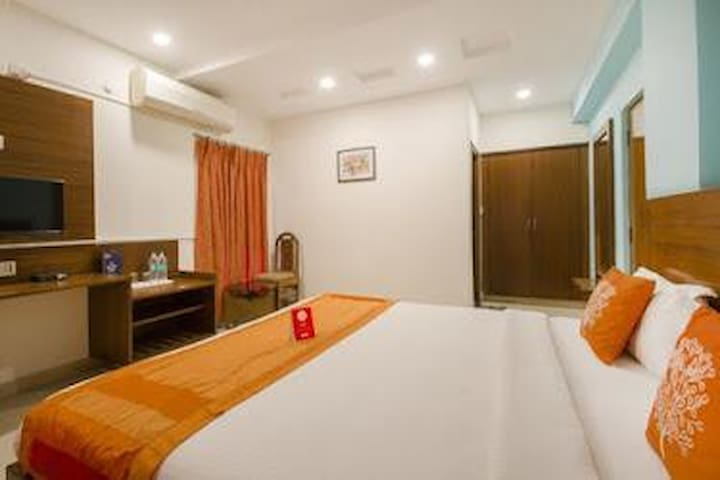 Budget rooms near to DLF, Gachibowli