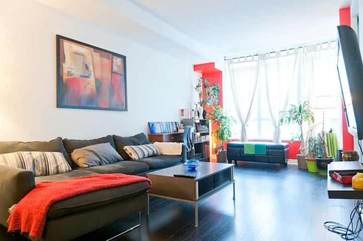 Bright Chic Condo In Queen West Apartments For Rent In Toronto Ontario Ca