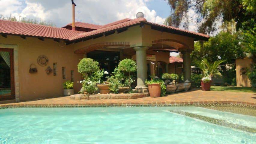 Best Place in Town 5 m from Airport - Boksburg - House