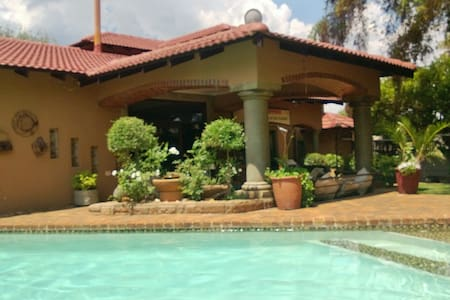 Best Place in Town 5 m from Airport - Boksburg - Dom