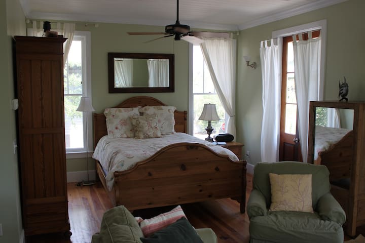 Queen Bed, open floor plan with living room and kitchen area w/ private bathroom