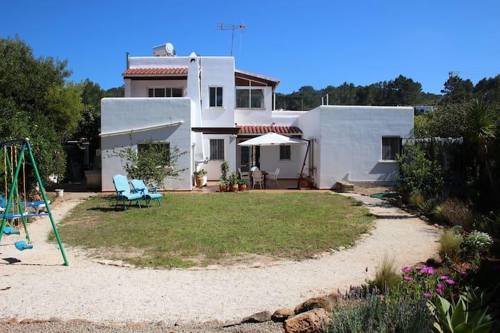 Family house minutes from the beach - Santa Eulària des Riu - Casa