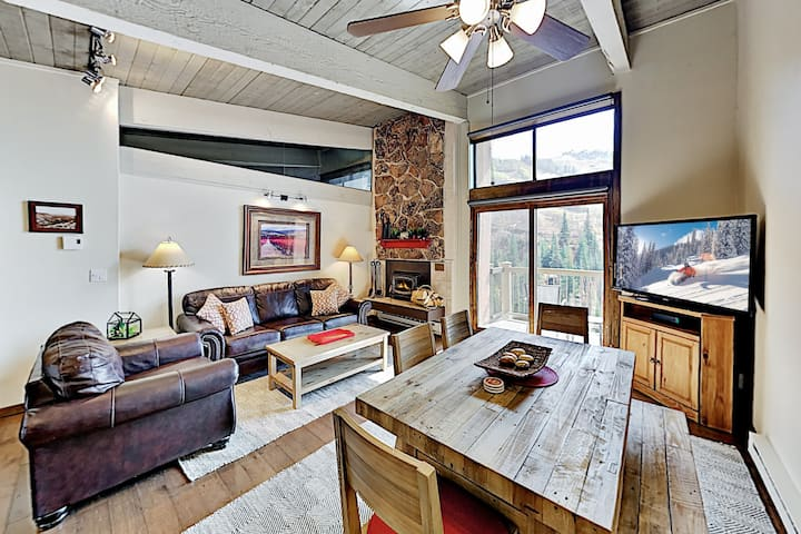 Top-Floor Ski-In, Ski-Out Condo with Balcony