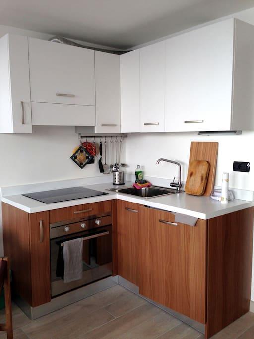 Cucina completa e moderna