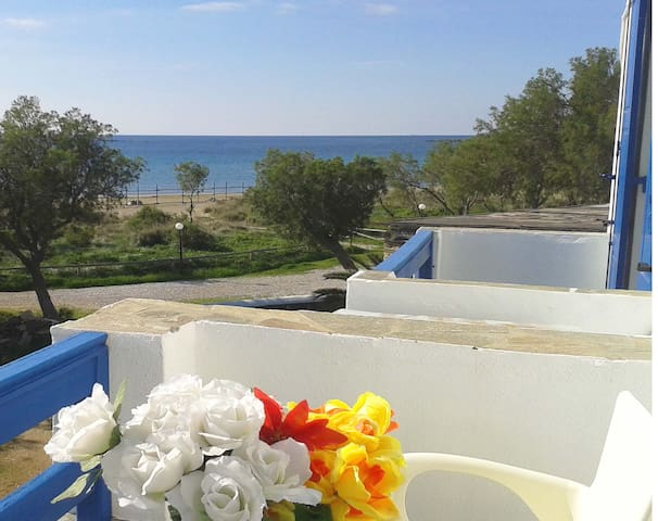 Beachfront apartment - Tinos