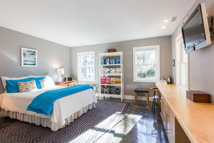 Private suite near beach & UNCW! - Wilmington - House