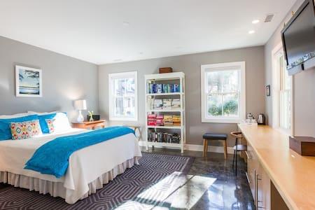 Private suite near beach & UNCW! - Casa